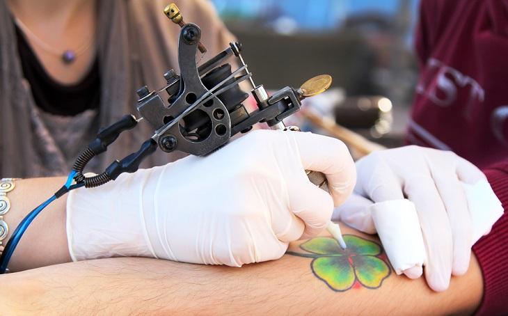 """Tatuaggi, una """"fotografia"""" dall'Istituto Superiore di Sanità"""